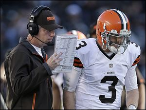 Browns coach Pat Shurmur talks with quarterback Brandon Weeden during the second half of Cleveland's 20-17 victory on Sunday against the Raiders.