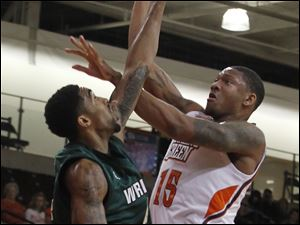 Wright's Jerran Young forces BGSU's A'uston Calhoun to miss the shot.