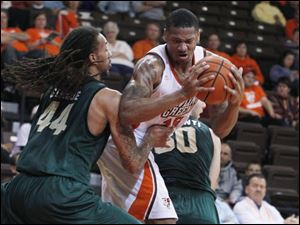 Wright's Tavares Sledge guards BGSU's A'uston Calhoun.
