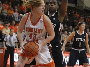 Danielle Havel looks to pass with pressure from Butler's Daress McClung in the second half.