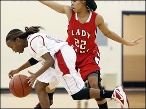 Rogers guard Jasmyne Smith (22) defends against Bowsher's Daija Rayford (32).
