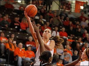 BGSU's Chrissy Steffen goes up for the shot.