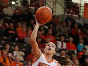Jillian Halfhill aims for the bucket.