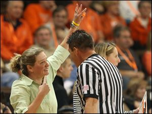 Bowling Green coach Jennifer Roos argues with a referee during the second half.