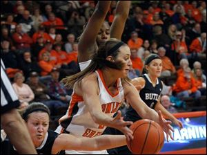 Butler's Mandy McDivitt steals the ball from BGSU's Chrissy Steffen.