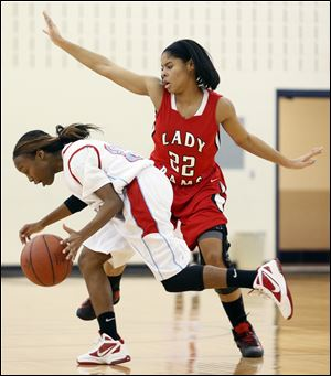 Jasmyne Smith, who had 18 points for Rogers, defends against Bowsher's Daija Rayford in Wednesday night's City League girls basketball game.