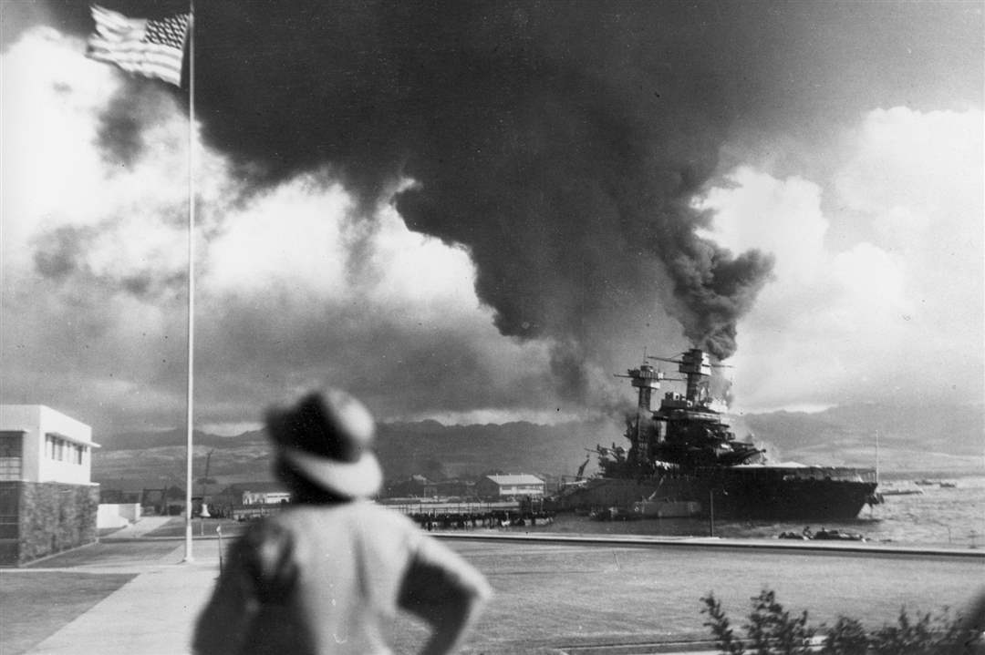 American-ships-burn-during-the-Japanese-attack