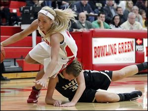 Bowling Green's Hanna Williford (21) drives past   Perrysburg's Allex Brown (35).