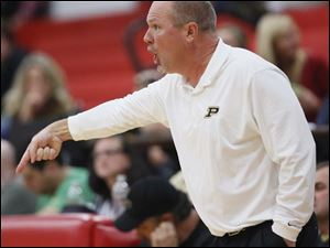 Perrysburg girls coach Todd Sims shouts instructions.