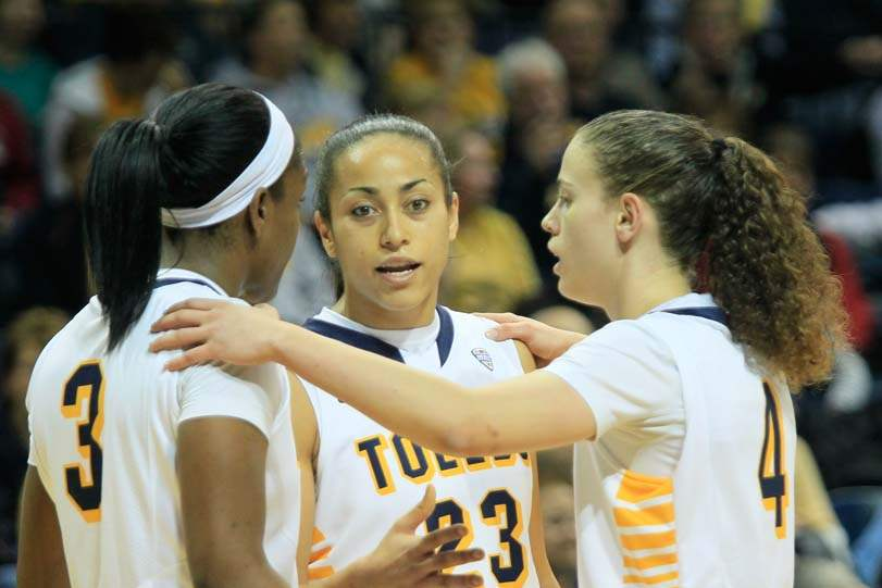 UT-UW-Milwaukee-huddle