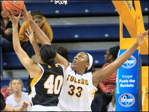 UT's Yolanda Richardson blocks the shot.