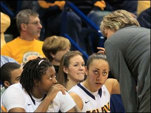 UT teammates Brianna Jones, left, and Inma Zanoguera listen as coach Tricia Cullop talks with them during the game.