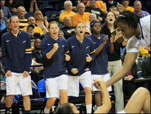 Teammates cheer after Inma Zanoguera takes a charge.