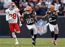 APTOPIX-Chiefs-Browns-Football-punt