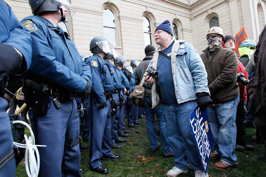 CTY-righttoworkprotest-police-peace
