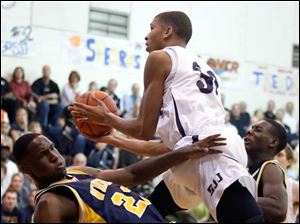 St. John's Marc Loving (32) charges over Whitmer's Nigel Hayes.