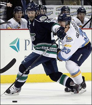 Toledo's Luke Glendening, right, and Florida Everblades' Matt Beca fight for the puck at the Huntington Center.