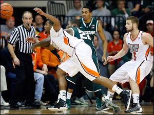 Bowling Green State University guard Chauncey Orr (21) battles Michigan State guard Branden Dawson (22) for a loose ball.