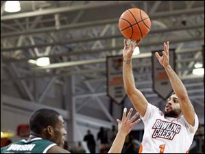Bowling Green State University guard Jordon Crawford hits a three pointer.