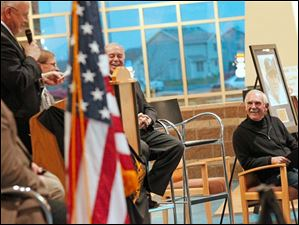 Jim Leyland, right, laughs while listening to Perrysburg mayor Nelson Evans.