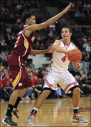 Ohio State's Aaron Craft passes the ball around Winthrop's Gideon Gamble during the first half Tuesday in Columbus.