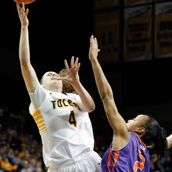 University-of-Toledo-guard-Naama-Shafir-4-takes-a-shot-against-Evansville-guard-Kat-Taylor