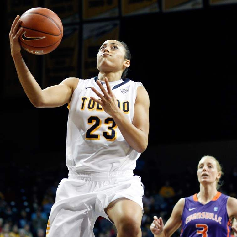 University-of-Toledo-guard-Inma-Zanoguera-23-takes-a-shot-against-Evansville-forward