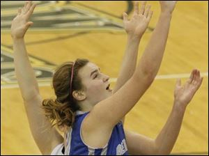 Anthony Wayne's forward Sara Zankl (40) rolls in for a layup.