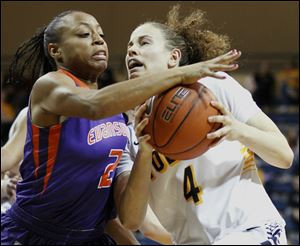 Toledo guard Naama Shafir, right, drives against Evansville guard Kat Taylor. Shafir had 12 points, 10 assists, and zero turnovers.