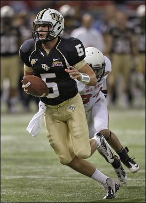 Blake Bortles had a 6-yard TD run and threw for 272 yards to become UCF's first 3,000-yard passer since 2002. He also led the Knights in rushing with a career-best 80 yards on nine carries.
