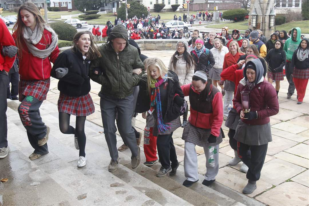 Central-Catholic-students-walk-up-the-steps