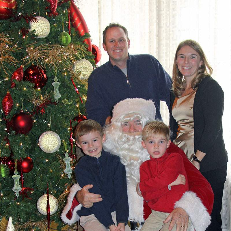 Beringer-family-with-santa