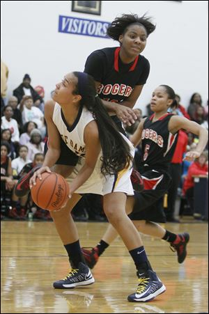 Rogers' Tatyana Reynolds gets too close while guarding Notre Dame's Jayda Worthy, who had 19 points.