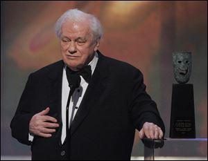 Charles Durning accepts the life achievement award at the 14th Annual Screen Actors Guild Awards in January, 2008.