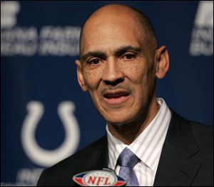 Former NFL coach and current NBC analyst Tony Dungy addressed the University of Michigan football team Thursday.