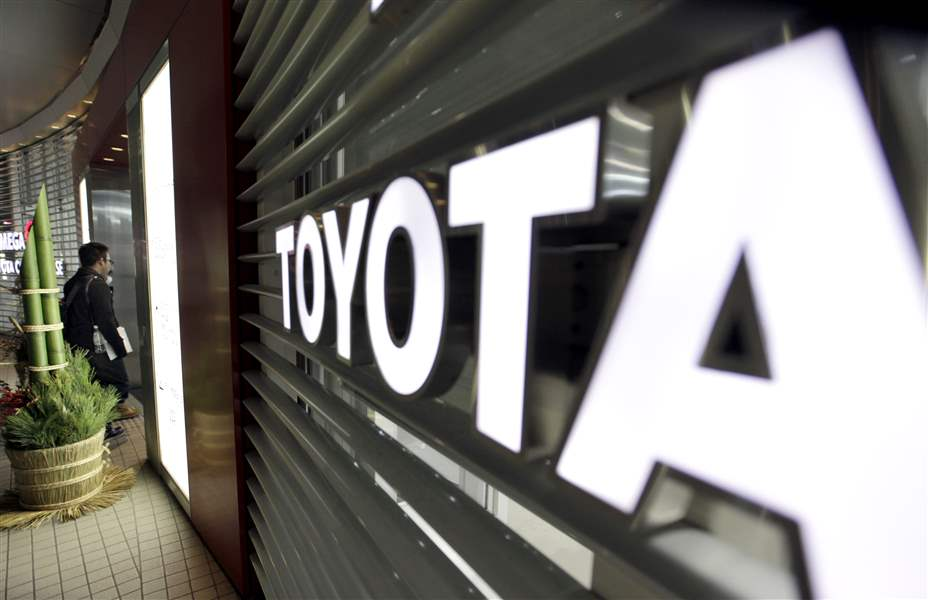 Japan-Toyota-Lawsuits-sign