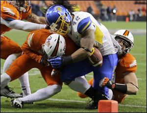 San Jose State running back Ina Liaina loses control of the ball as he is hit by Bowling Green's Cameron Truss, left, and Paul Swan late in the game. The ball rolled out of the end zone but it was ruled that Liaina was down at the 3-yard line.
