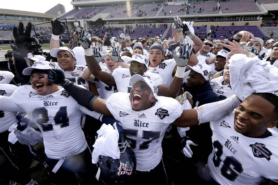 2012-Armed-Forces-Bowl-Football