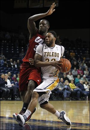 Toledo's Reese Holliday tries to drive past Illinois-Chicago's Josh Crittle.
