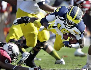 South Carolina wide receiver Bruce Ellington (23) races past Michigan safety Jordan Kovacs (11), safety Jarrod Wilson (22), and cornerback Courtney Avery (5) for the game-winning touchdown.