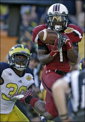 South Carolina wide receiver Ace Sanders (1) pulls in a touchdown reception in front of Michigan safety Thomas Gordon (30) during the second half.