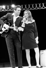 Johnny-Cash-and-June-Carter-Cash-67486-25a