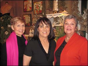 Country Garden Club Trunk Show at Carranor Hunt and Polo Club in October was among the first crack at holiday shopping. The event netted $24,000 for L-R, were event chairmen Connie Murphy and Judy Reitzel, and Vendor chairman Jan Merrel. Champagne and Shopping chairmen were Susan Stahl and Janet Hanley.