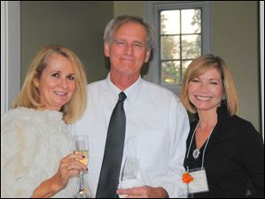 Champagne and Shopping Co-Chairs Susan Stahl and Janet Hanley with Klaus.
