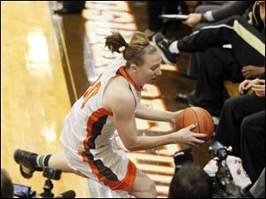Bowling Green State University's Allison Papenfuss attempts to save the ball.
