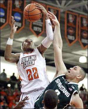 Bowling Green's Richaun Holmes rebounds against Michigan State's Alex Gauna. Holmes transferred from Moraine Valley (Ill.) Community College.