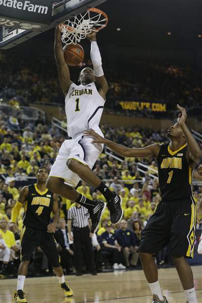 Iowa-Michigan-Basketball-1-7