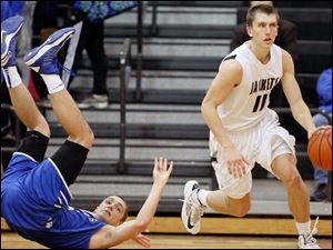 Perrysburg's Bryant Byrd (11) runs over Anthony Wayne's Mark Donnal (34) on his way down the court.