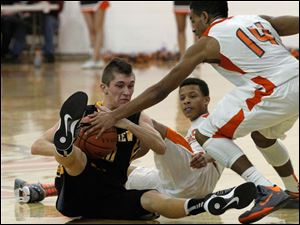 Northview's Jeff Czerniakowski tries to keep the ball from Southview player Brandon Stewart (14).