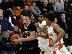 Northview's Conner Hartnett is chased down the court by Southview's Nate Hall, center, and Matt Morrison.